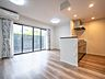 一面を大きな窓で構成したリビング。とてもシンプルな間取りで家具の配置がしやすそうです。,3LDK,面積75.37m2,価格4,480万円,JR南武線 西府駅 徒歩1分,,東京都府中市西府町1丁目