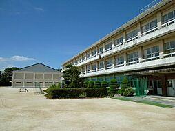 小坂井西小学校 徒歩 約13分(約1027m)