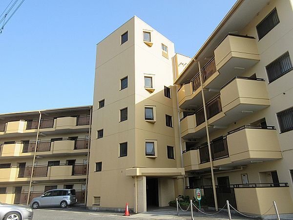 パブリックマンション[4階]の外観