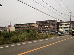商業施設が周辺にたくさんあるので、買い物もしやすい土地です。
