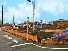 保木間五丁目バス停まで徒歩3分。竹ノ塚駅東口まで乗車約15分です