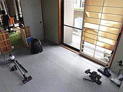 約6帖の和室は日本人の心に落ち着きをもたらしてくれる空間です。テラスに面しているので、お洗濯物をたたむ場所としても使えます。