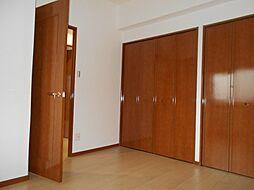 北西洋室入口及び収納
