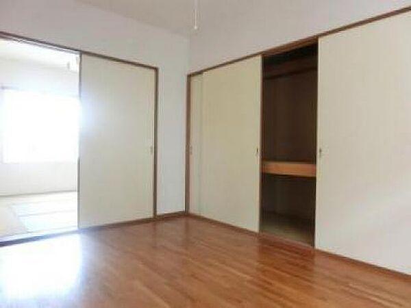 東栄ハウスのコンパクトで使いやすい洋室です