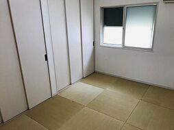 リビング隣の和室は趣ある安らぎ空間