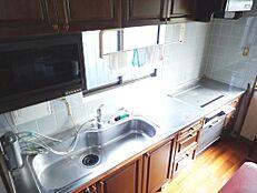 リフォーム前キッチンは新品のキッチンに新品交換予定です。使い勝手の良い対面キッチンに変更します。