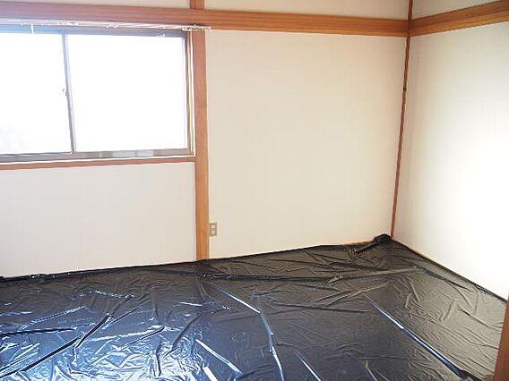 明るい和室です...