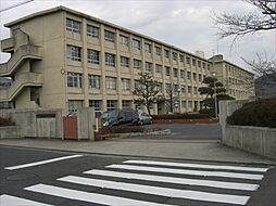 石尾台中学校まで2700m、石尾台中学校まで2700m(徒歩約34分)