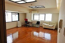 居間(2面採光のゆったりとしたお部屋です)