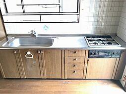 収納スペース・作業スペースが広いキッチンは奥様にうれしいポイント