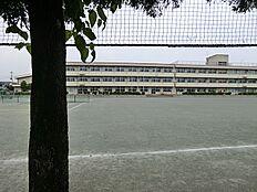 泉中学校 徒歩9分