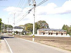東側道幅約6mの道路に面しております。最寄駅はJR水郡線「常陸大宮」駅です。