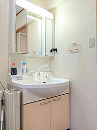 ワイドサイズのミラーが魅力の洗面化粧台。