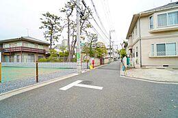 小田急線「千歳船橋」駅徒歩約11分の立地で通勤・通学に便利です。