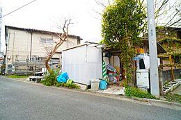 第一種低層住居専用地域で落ち着いた住環境です。