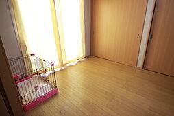 離れ6帖洋室収納が2つ備わっているため居住空間をすっきり使えます。