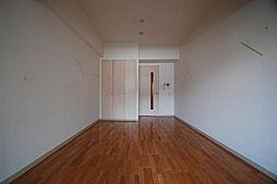 アーデン春岡の洋室