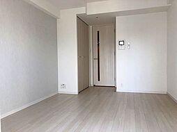 ファーストステージ江戸堀パークサイドの白基調のお部屋