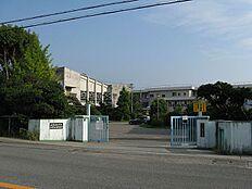 小学校池田小学校まで1685m