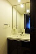 三面鏡付の洗面台