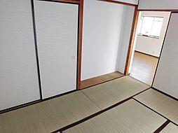 畳の香りが落ち着く和室には、床の間もございます。