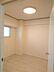 玄関側の洋室です。壁一面のクローゼットもあります。,3LDK,面積60.9m2,価格1,890万円,Osaka Metro御堂筋線 江坂駅 徒歩11分,阪急宝塚本線 服部天神駅 徒歩22分,大阪府吹田市江坂町2丁目20-20