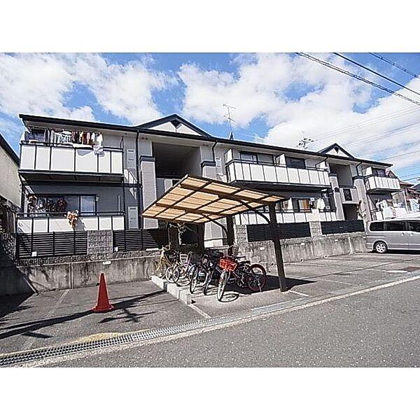 奈良県香芝市西真美3丁目の賃貸アパートの外観