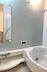 半身浴も楽しめるワイド浴槽、浴室暖房乾燥機付き