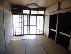 リフォーム前写真南側の和室はDKと繋げてLDKへ間取り変更予定です。