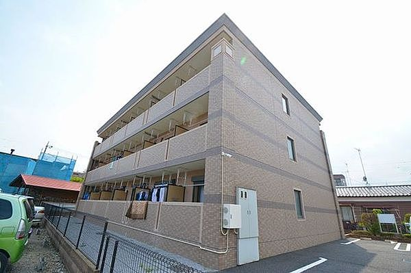 東京都青梅市師岡町3丁目の賃貸マンションの外観
