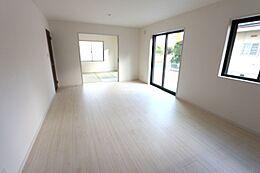 和室と合わせて23.25帖の大きな空間です。お客様が大勢いらしても、ゆったりおくつろぎ頂けます。