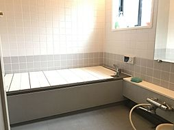 大きな浴室でゆったりと足が伸ばせます