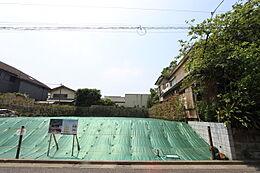 A区画:175.54平米(約53.10坪)道路面より土地が約1.3m上がっており、半地下形状のビルトイン車庫の設計も可能です。