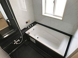 浴室にも窓があり快適です