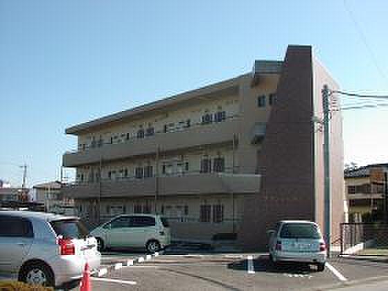 山梨県中央市成島の賃貸マンションの外観
