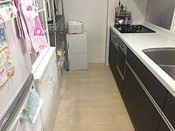 カウンター式キッチンでリビングを見渡しながらお料理が可能です。