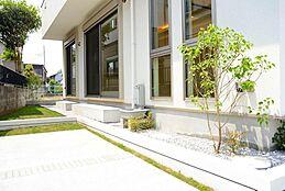 全ての空間に「特別な時間を過ごすこと」を目指しました。お庭での一時がご家族やお客様にとっても豊かなものになりますように。建物プラン例/建物価格1755万円、建物面積89.26m2
