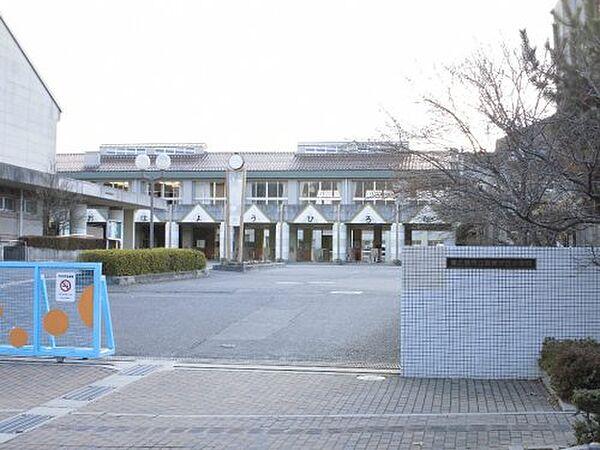 【小学校】東広島市立高美が丘小学校まで444m