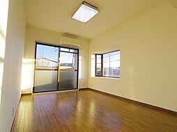 学園サンパールの参考写真 出窓のついた陽当り良好なお部屋です。