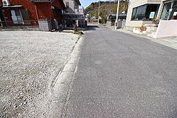 駐車が苦手なママにも嬉しい前面約6.0m道路に面した住まい