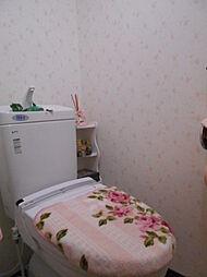 温水洗浄便座付きのトイレです