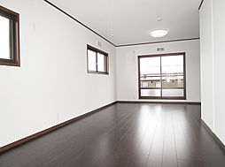 「2階東側洋室」約13帖、間仕切り可