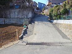 北側前面道路です。