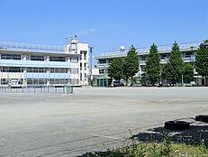 国分寺市立第三中学校 (約490M)