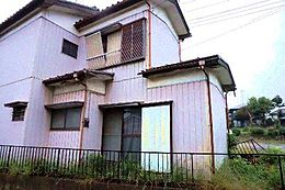 現地写真です。現況古家ございます。