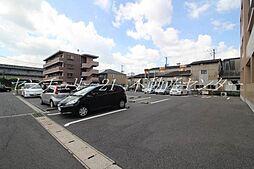 メゾン ラフィネの駐車場