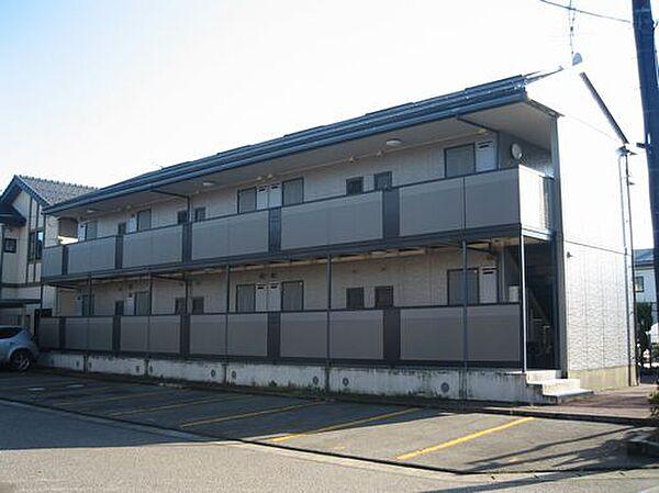 新潟県燕市新興野の賃貸アパートの外観