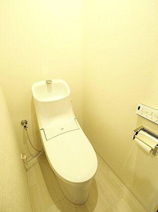一体型トイレ。...