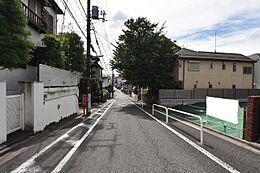 前面道路は約7.1mの公道