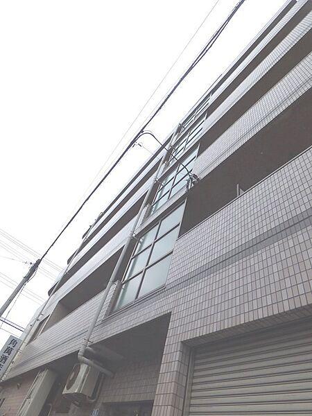 角ビル[303号室]の外観